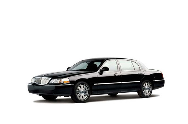 kjlimo-lincoln-town-car